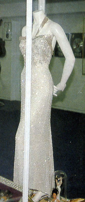 Selena Wore This Dress To Her Grammy's And Her Music Video No Me Queda Mas