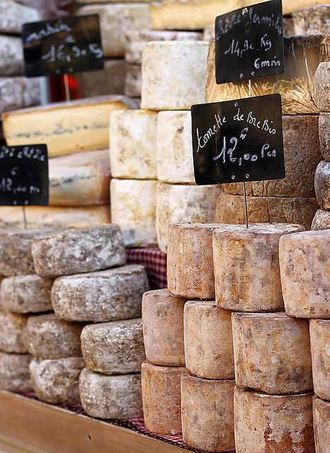 Food stall at the Rognes Truffle Market, Provence, France. Le fromage... Comment peut-on vivre sans fromage ?