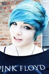 Hele wilde kleuren voor kort haar! das de kleur dak zou willen sie , maar mijn ventje spijtig genoeg nie :-(