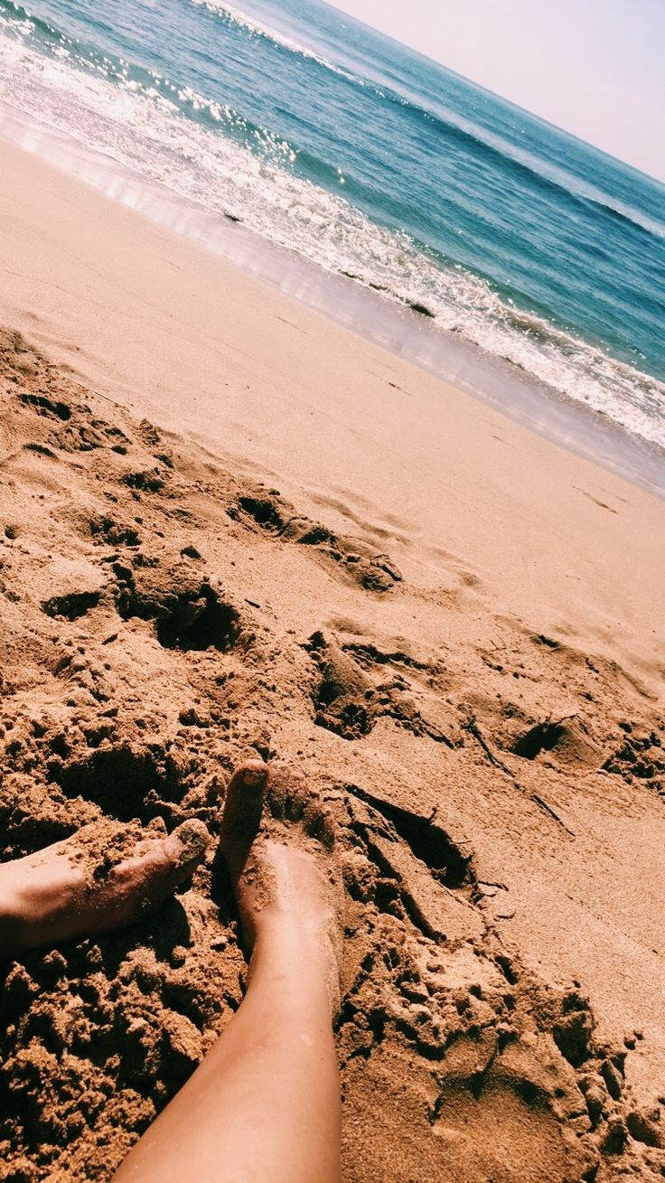Sandy Hawaii Toes //