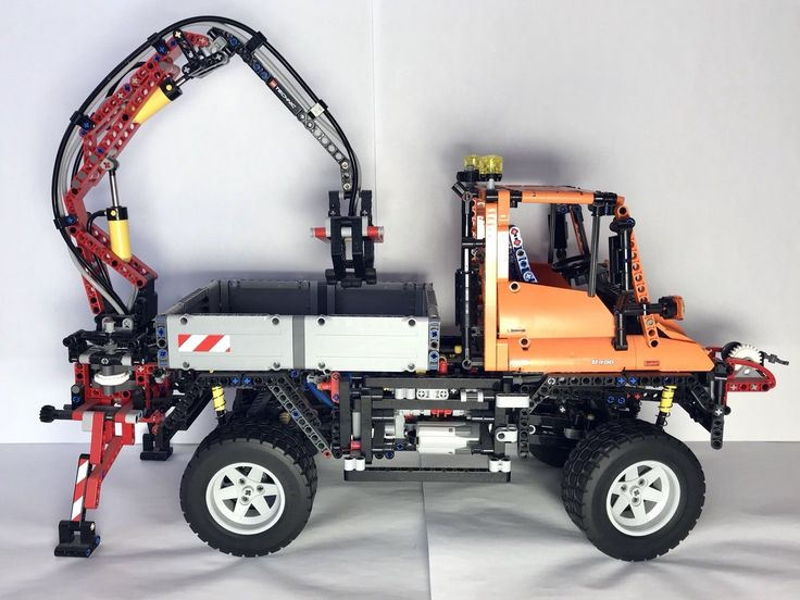 LEGO Technic Mercedes-Benz Unimog U 400 (8110) Complete with guides and box