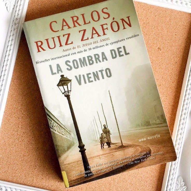 """Hoy terminamos de leer """"La sombra del viento"""" y lo recomendamos 100%Entra a kiylu.com para saber de qué se trata  #blogger #perú #booklover #bookstagram #bücher #bookworm #本 #読 #おすすめ本 #小説 #ミステリー #carlosruiszafon #livros"""