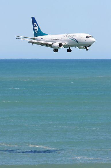 Air New Zealand Boeing 737-3U3 ZK-NGF approaching Wellington-International.