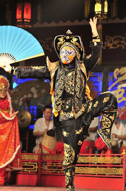 Sichuan Opera Company, Chengdu, CHINESE    (by ohmytrip, via Flickr)