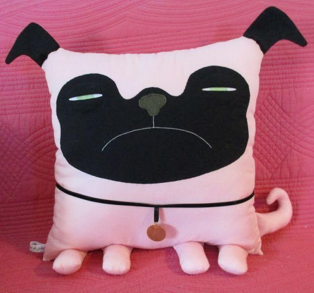 Le coussin chien est inspiré de celui trouvé chez velvet moustache  Coussin de 40 cm par 40 cm en piqué de coton rose.  Il est destiné à Mar...