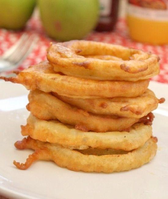 Una receta fácil y rápida para cenar. Los aritos de manzana son una riquísima receta para niños muy fácil de hacer y muy saludable.
