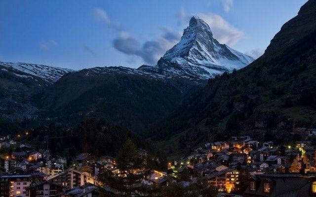 Collegamento sciistico Alagna-Zermatt: un questionario davvero singolare il previsto collegamento scioviario tra Alagna Valsesia e Zermatt, che prevede l'infrastrutturazione dell'intatto vallone di Cime Bianche, vede la diffusione tra la popolazione locale di un questiona #alagna-zermatt #collegamento