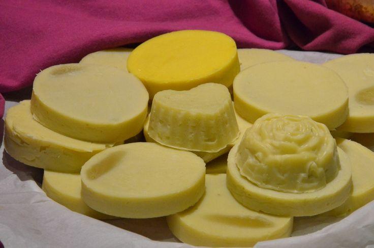 W mydlanym cyklu postów prezentuję moje pierwsze mydła - podejmij razem ze mną wyzwanie, naucz się robić domowe mydło. Jak zrobić mydło w domu.