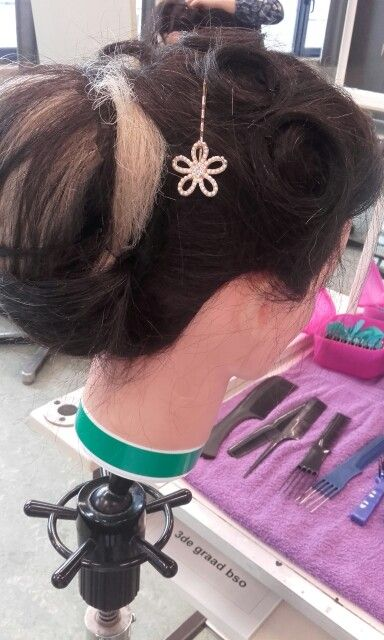 Kapsel met haarstukken