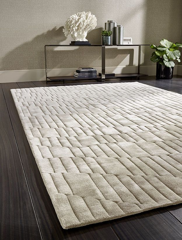 SHAPE - Hand-tufted rug with an even wave design and a three-dimensional cut relief.