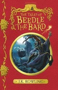 Författare: J.K Rowling I trollkarlsvärlden växer barn inte upp med sagor om Rödluvan eller Askungen. The tales of Beedle the Bard innehåller 5 klassiska magiska historier som finns i alla trollkarlshem. Alla historier lika kända som Törnrosa är för mugglarbarn....