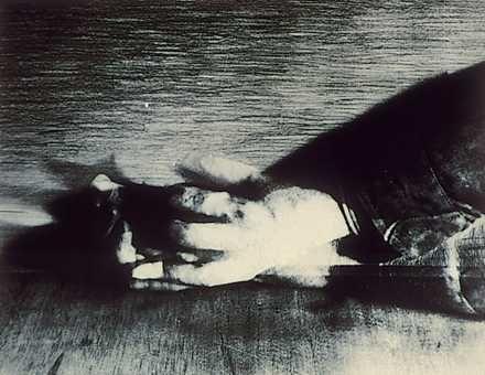 Baranyay András Egyéni stílusát a 60-as évek végén nyomtatott és az Iparterv kiállításon is bemutatott tondó alakú, merész kivágatú kézrészleteket ábrázoló litográfiáitól számíthatjuk. Munkásságának nagy témakörét a kézábrázolások képezik.