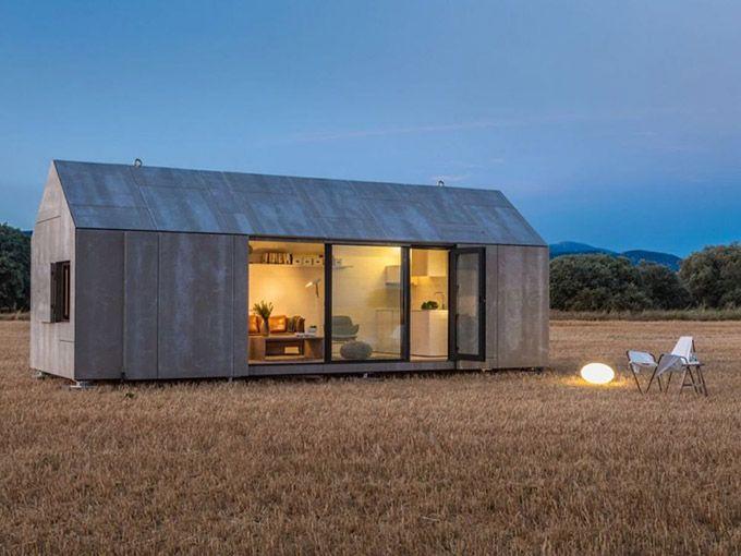 Portable concrete house by Ábaton