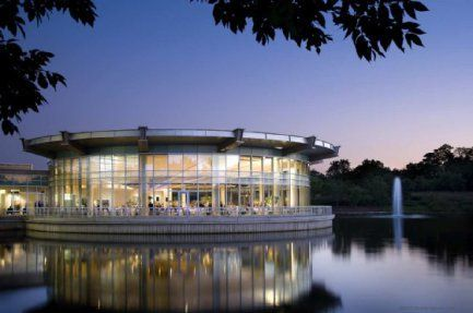 Esplanade Lakes in the Chicago, gorgeous place to get married or have a reception.