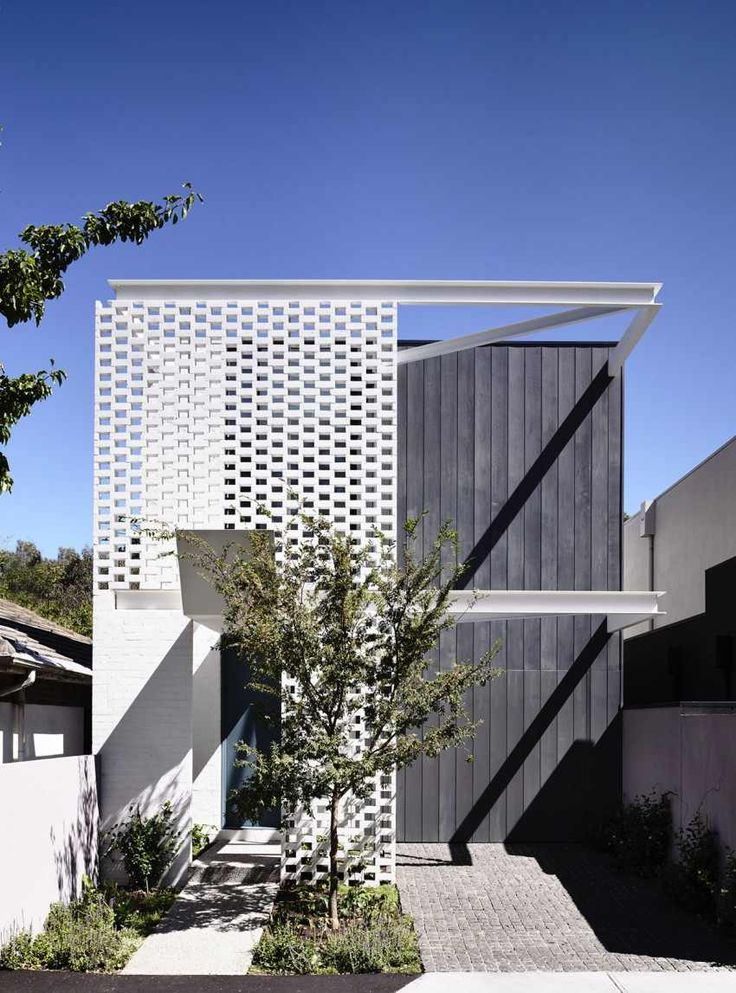 Fairbairn House / Inglis Architects   This Inner City Residential House In  Melbourne Has A Great Facade Of Brick And A Metal Structure.