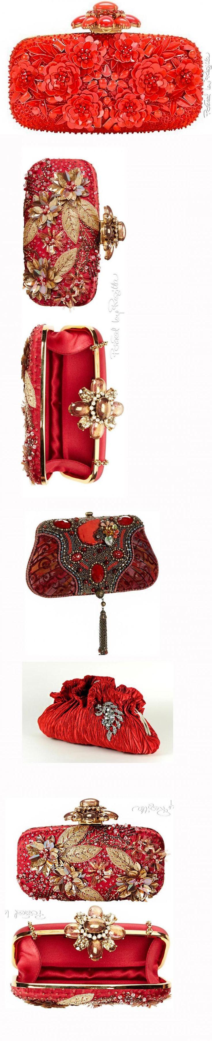 Хочу предложить вашему вниманию большую подборку умопомрачительно красивых сумочек-клатчей — в самых разных техниках исполнения: тут и вышитые бисером сумочки, и декорированные лентами, и расшитые стразами, и в виде зверюшек, и украшенные цветами из ткани, и с цветами из пайеток. Кажется, нет такого вида декора, который не использовали бы дизайнеры для этих сумочек.
