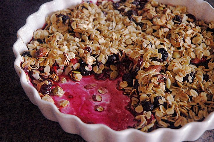 Healthy In Design: Strawberry & Blueberry Crumble