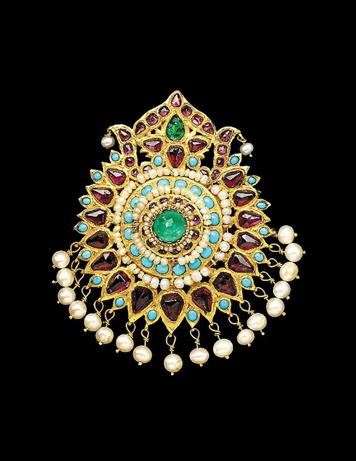 https://i.pinimg.com/736x/37/79/a6/3779a67d9232b2abd77fd88cb8d35381--qajar-dynasty-ethnic-jewelry.jpg