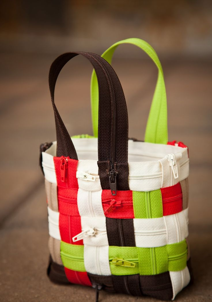 DIY: woven zipper purse