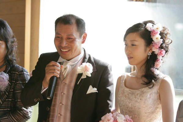 新郎新婦様からのメール プリザーブドのオールドローズの花鎖 軽井沢高原教会様へ : 一会 ウエディングの花