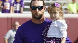 Robinson and his daughter #vikings #Minnesota #mnvikings #purplepride
