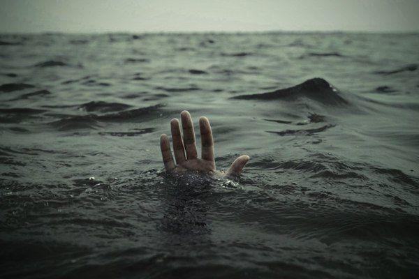 Тонут два человека. Первый тот который нравится тебе, второй которому нравишься ты...Вопрос..(Лучший ответ получит признание) Щеточка для ванны Утка - Scrubber ducky от @razverni https://razverni.com/~0AO6O #утка #спасайся #спасатель #щетка #опрос