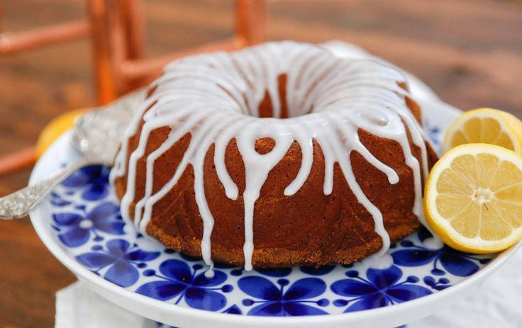 En enkel sockerkaka kan verkligen vara hur gott som helst. Här är en citronkaka med riktigt mycket smak av citron som passar perfekt till fika!