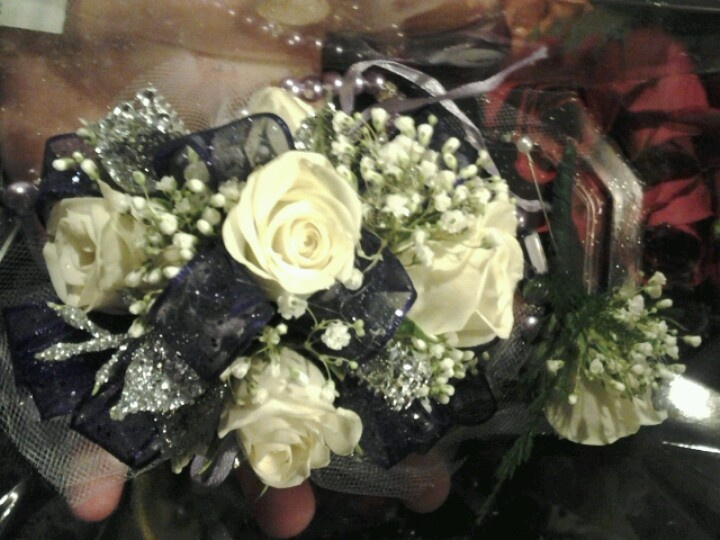 Corsage color for black and white dress