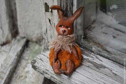 Купить или заказать Рыжеух... (брошь) в интернет-магазине на Ярмарке Мастеров. Очень маленький рыжий-рыжий кролик на счастье) Застенчив. Кроль очень легкий, яркий. Чудесно и мило на любой одежде смотрится. Единственный экземпляр.