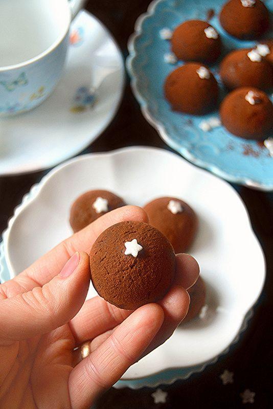 L'idea di questo pasticcino nasce da una famosa marca di merendine, le Mooncake della Ferrero e vi assicuro che quelle che vi ...