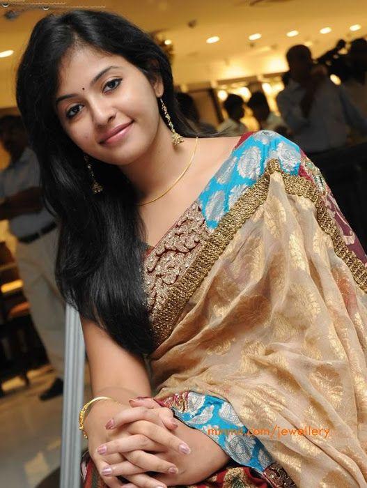 telugu-actress-anjali-long-jhumkas