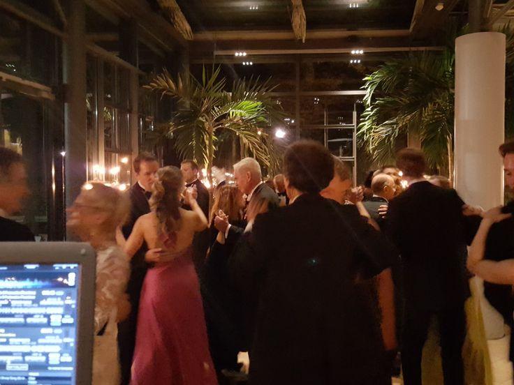 Nightfley Djing Berlin bietet Ihnen professionelle Veranstaltungstechnik für Ihr Event in Berlin und Brandenburg. Die Anlage des Discjockeys wird jeder Veranstaltung ob Firmenfeier, Betriebsfeier, Weihnachtsfeiert bis hin zur Gala optimal angepasst. https://www.nightfley.de/kontakt/ #Firmenfeier #Betriebsfeier #Weihnachtsfeier #Silvester #Event #Gala #DJ #Discjockey #Moderator  #Berlin #Brandenburg