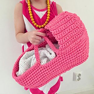 Free crochet pattern! :) http://www.ravelry.com/patterns/library/dolls-carry-basket