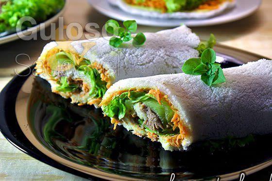 Que tal uma tapioca acabadinha de fazer? 🙂  Temos o Sanduíche de Tapioca com Atum, é um #lanche ou #jantar perfeito!    #Receita aqui: http://www.gulosoesaudavel.com.br/2013/05/29/sanduiche-tapioca-atum/