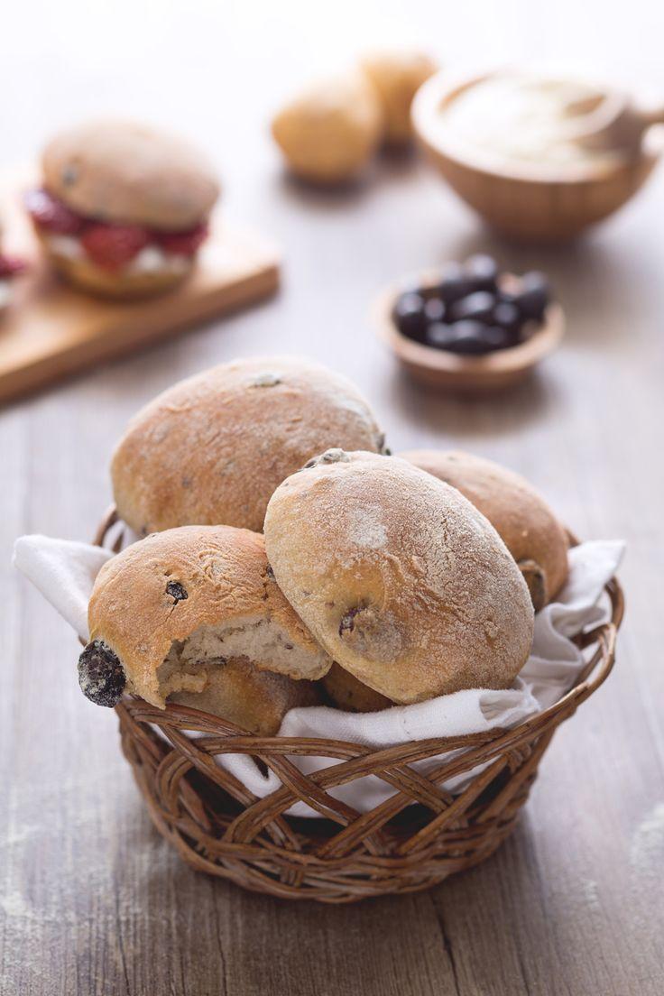 Puccia salentina alle olive: arriva dalla Puglia ed è una vera bontà. Pronti per la merenda?  Puccia bread with olives