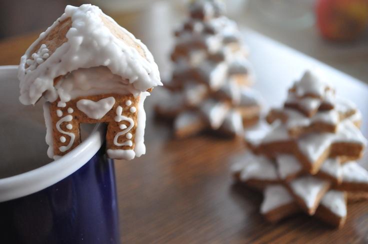 Mini gingerbread cottage
