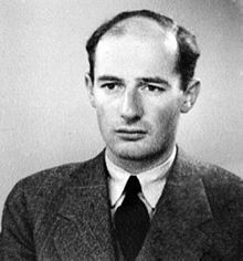 PERSONAS QUE AYUDARON A LOS JUÍOS EN EL HOLOCAUSTO: El diplomático sueco Raoul Wallenberg y sus compañeros salvaron hasta quizás 100 000 judíos húngaros proporcionándoles visados diplomáticos. Desapareció en enero de 1945, después de ser capturado por las tropas soviéticas que ocuparon Budapest.