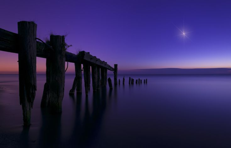A pre-sunrise long exposure at Fifty Point Conservation area in Grimsby Ontario Singularity von Brian Krouskie auf 500px
