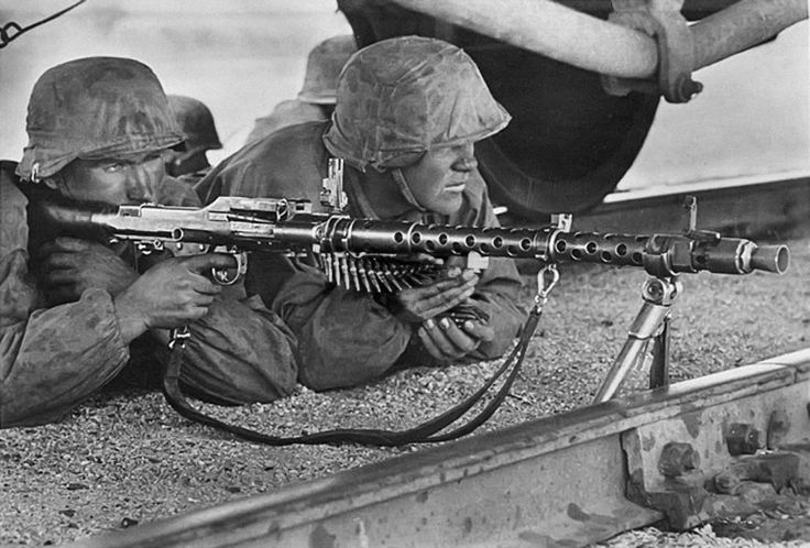 "MG-34 machine gun crew of the SS Division ""Leibstandarte Adolf Hitler"" in the battle of Mariupol, Oct 1941.."