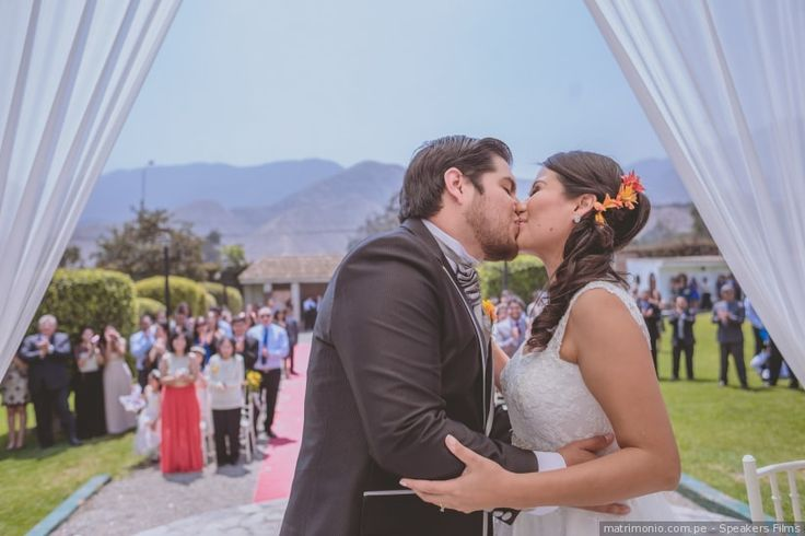 Las fotos imprescindibles de tu álbum de matrimonio ¿sabes cuáles son? #bodasperu #weddingday #theweddingkiss #firstkiss #firstdance #novia2018 #love #couple #savethedate #matrimoniocompe