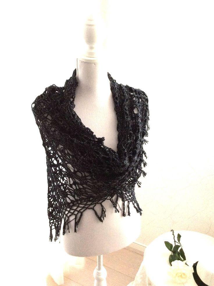 Een persoonlijke favoriet uit mijn Etsy shop https://www.etsy.com/nl/listing/495626561/zwarte-bruidssjaal-katoenen-sjaal