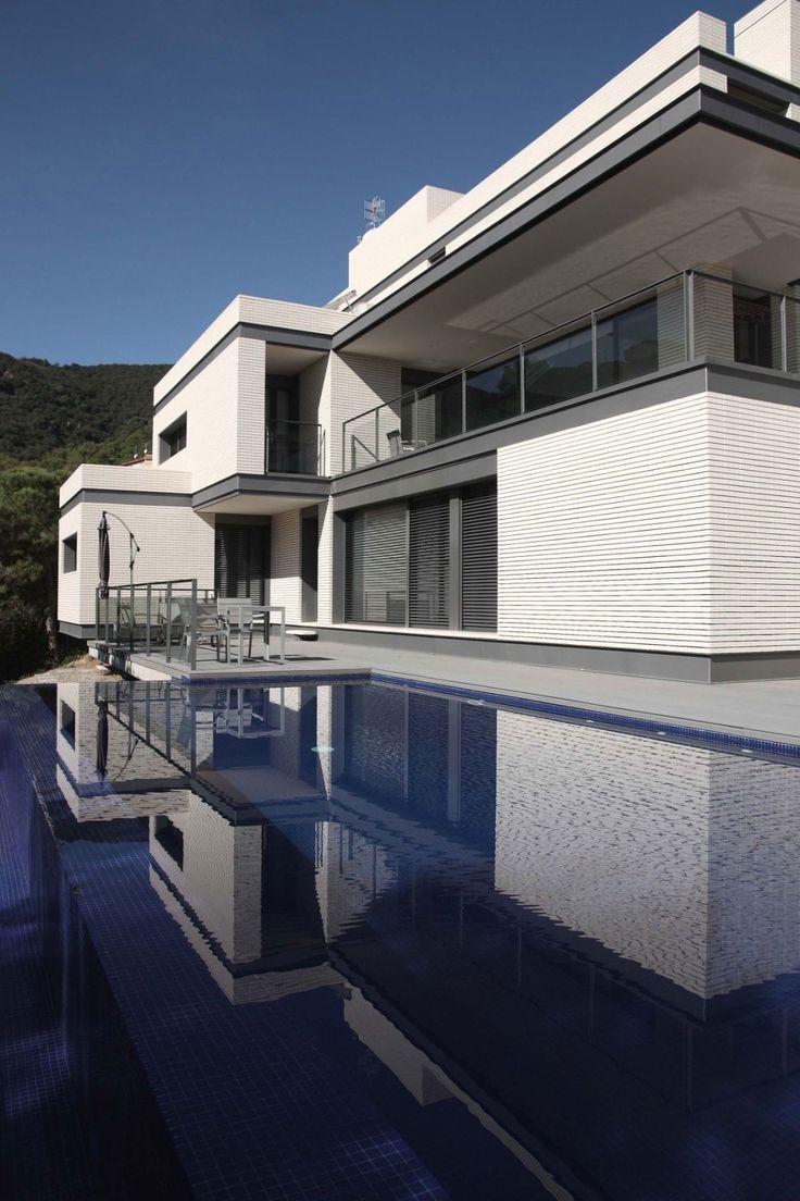 Дом с гаражом на верхнем этаже в Алелья, Испания