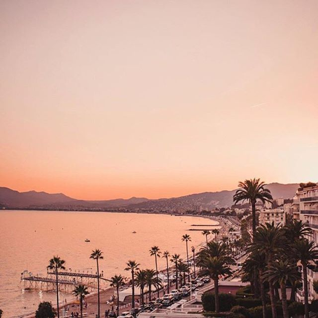 Reposting @bora.blue: Sunsets are proof that no matter what happens, everyday can end beautifully  Coming Soon BORABLUE®  @jannid BORABLUE® .................... #cannes #film #festival #cannesfilmfestifal #france #magic #beauty #truebeauty #magical #sunset #riviera #europe #beautiful #love #women #together