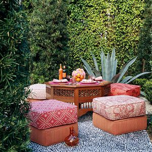 A secluded garden with Moroccan style.