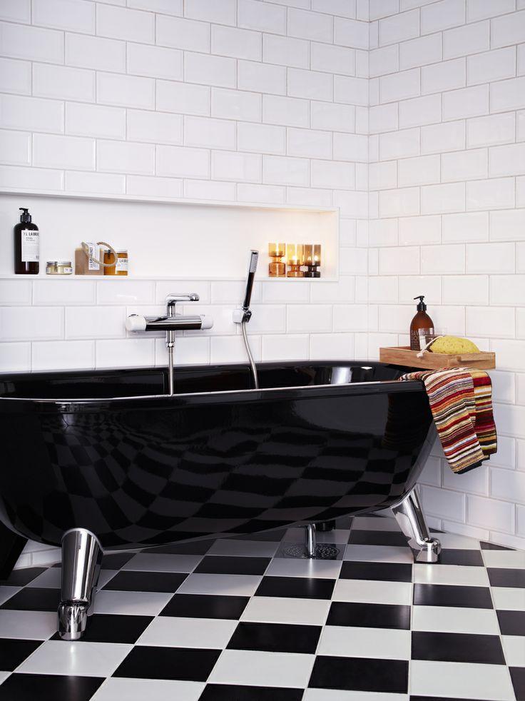 Badkar med tassar är trendigt. Våga gå från det klassiskt vita badkaret och välj istället ett svart tassbadkar. Väldigt effektfullt! | GUSTAVSBERG