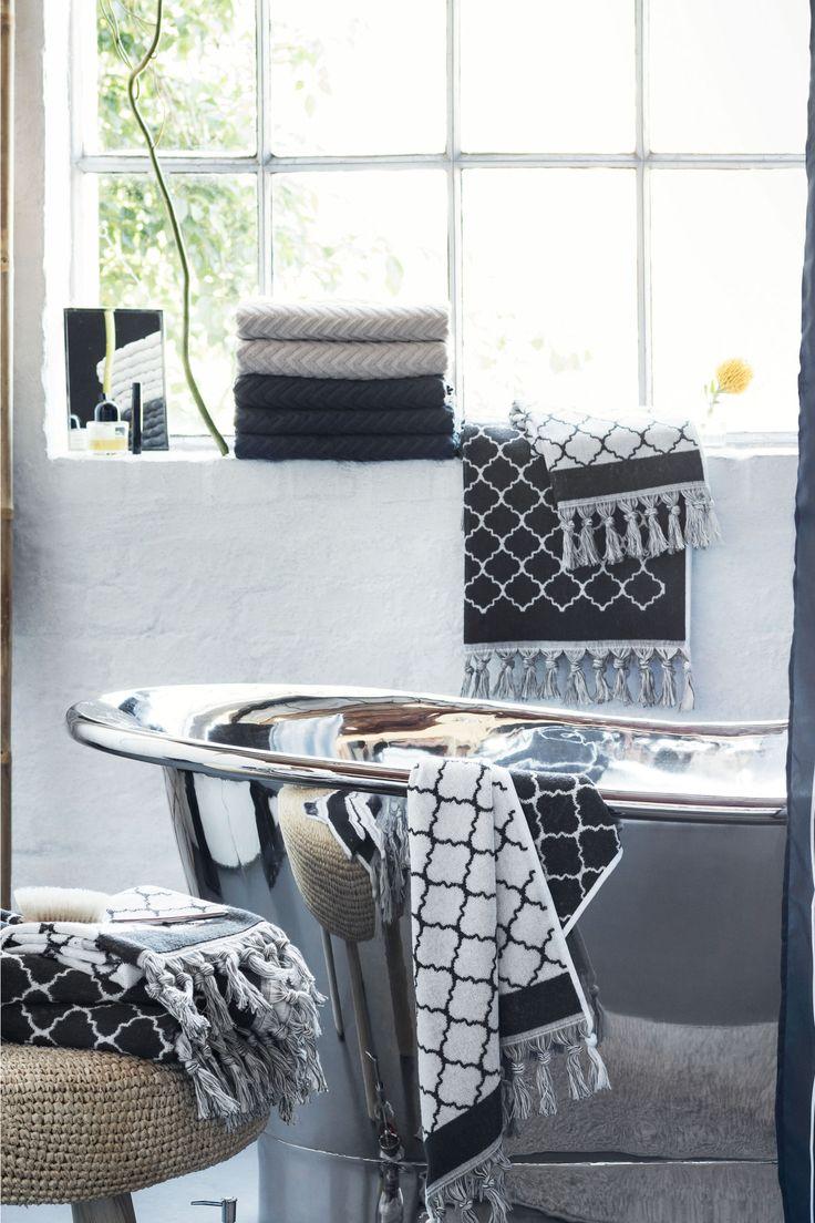 "Банное полотенце: Банное полотенце из махрового х/б с жаккардовым узором ""зигзаг"". На коротких сторонах вешалки."