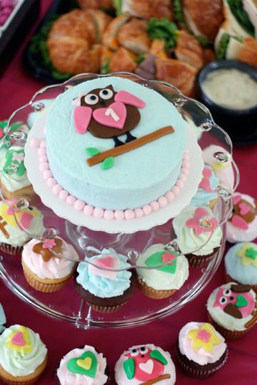 owl birthday party... this is perfect.. exactly the set up I am doing for G's party.
