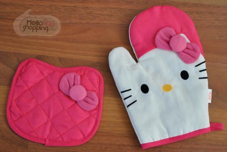 Hello Kitty Agarraderas para Cocina / Rosa  $231.00 Disfruta de hornear y cocinar cosas deliciosas con éstas hermosas agarraderas y manoplas de Hello Kitty en Rosa.   Manopla 25.5cm x 17 cm