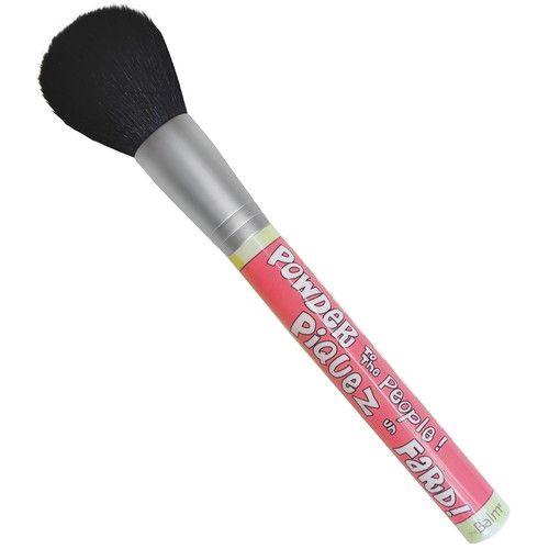 the Balm Powder To The People BrushBerättiga dig till en makeupborste som gör allt. Den...