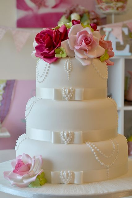 Pearl & Rose Cake; I would like this better with pink ribbon.